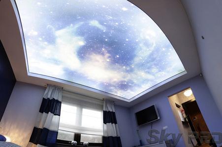 Потолок с фотопечатью спальня
